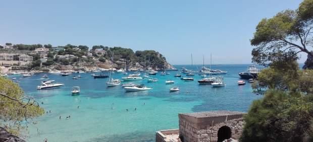 Costa de Portals Vells con barcos