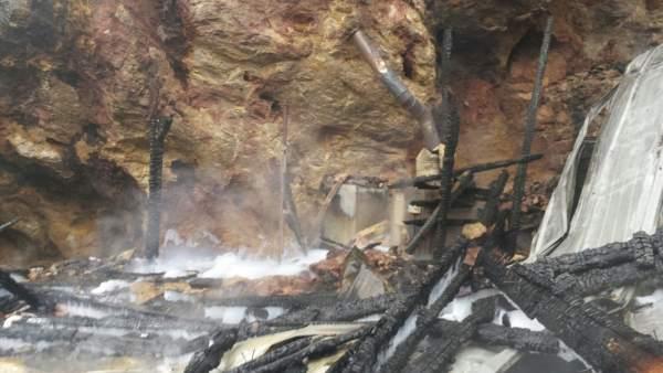 Recinto jirafas incendiado en Cabárceno
