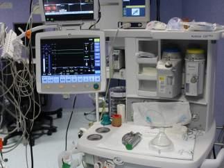 Mesa de anestesia de un hospital.