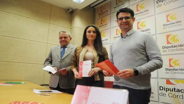 Gómez, entre Alcalde (izda.) y García, en la presentación de las actividades