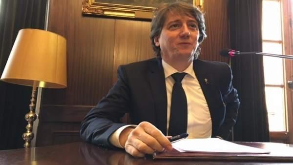El alcalde, Carlos Martínez.