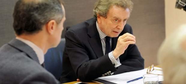 El consejero de la Presidencia, José Antonio de Santiago, en la Comisión