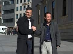 Los secretarios general de PSOE y Podemos, Pedro Sánchez y Pablo Iglesias, en marzo de 2016.