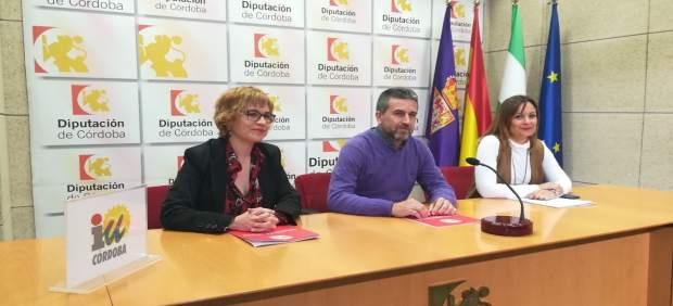 Sánchez, entre Ruz (izda.) y Guijarro, en rueda de prensa