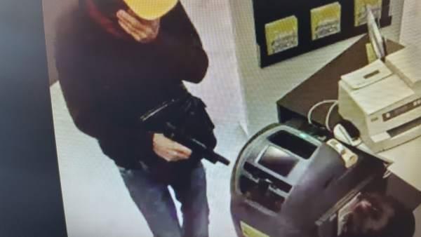 Imagen del atraco perpetrado en una sucursal bancaria en Gran Canaria
