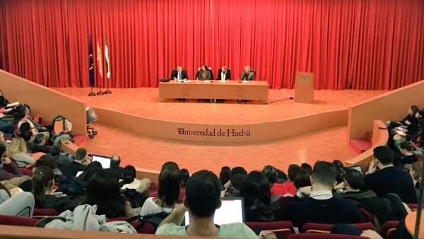 El  doctor en Medicina y en Neurociencia ofrece una conferencia en la UHU.