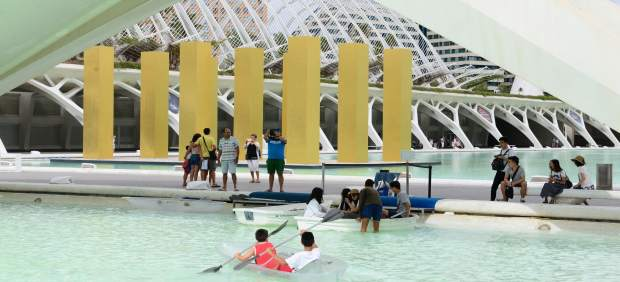 Turistas en las actividades de la Ciudad de las Artes y las Ciencias de València
