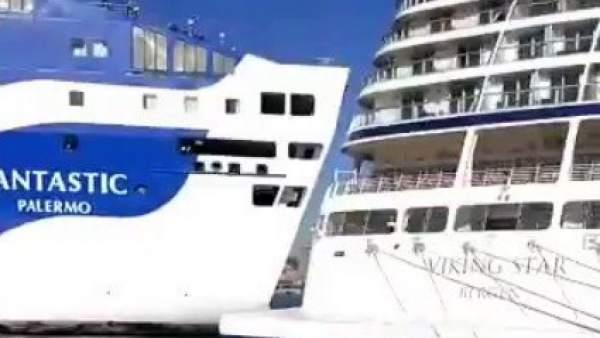 Un ferry y un crucero chocan en el Puerto de Barcelona
