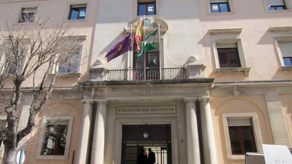 Fachada de la Audiencia Provincial de Jaén en una imagen de archivo.