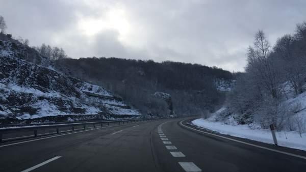 Nieve, Huerna, temporal, carreteras asturianas, invierno, cadenas, autopista