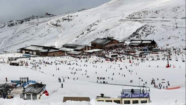 Panorámica de una de las zonas de la estación de esquí de Sierra Nevada