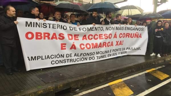 Concentración en A Coruña para reclamar la mejora de los accesos a la ciudad