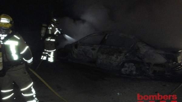 Incendio en un parking de La Secuita (Tarragona)
