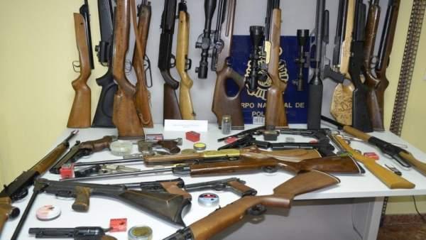 Armas incautadas al detenido.