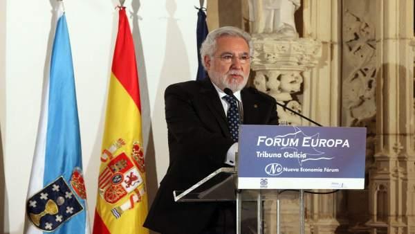 El presidente del Parlamento, Miguel Santalices, en el desayuno informativo