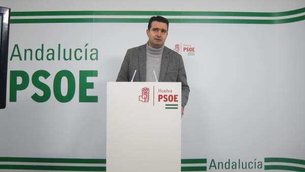 El senador y coordinador del grupo parlamentario del PSOE onubense, Amaro Huelva