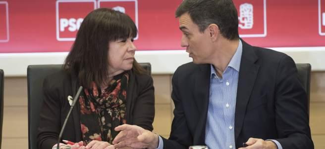 La presidenta del PSOE, Cristina Narbona, junto a Pedro Sánchez, secretario general del partido, este lunes en Ferraz.