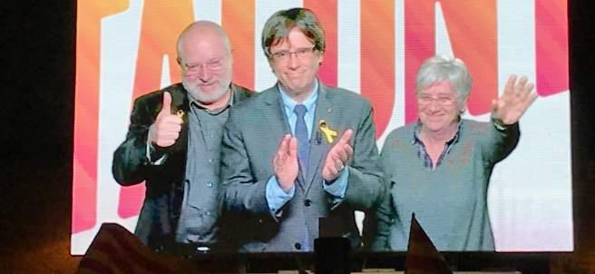 Lluís Puig, Carles Puigdemont y Clara Ponsatí en una conexión des de Bruselas.