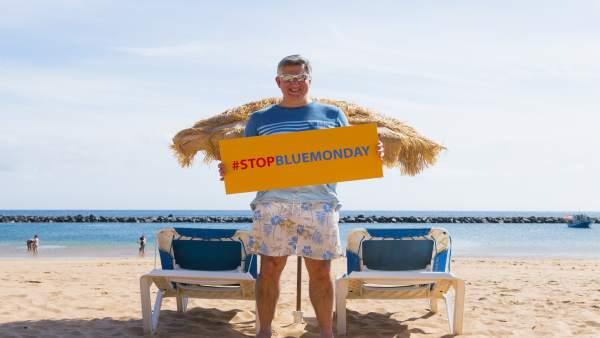 Cliff Arnall en las Islas Canarias apoyando el 'Stop Blue monday'