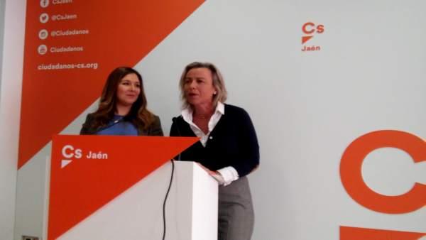 Raquel Morales e Isabel Albás en la rueda de prensa.