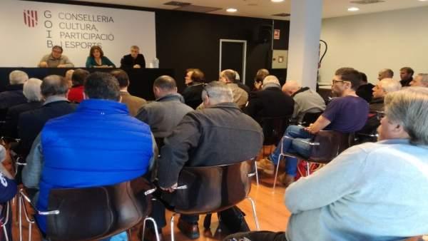 Tur en una reunión con federaciones deportivas