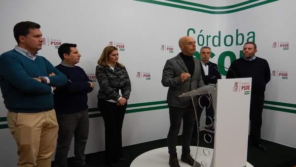 Antonio Hurtado con representantes del PSOE y AUGC