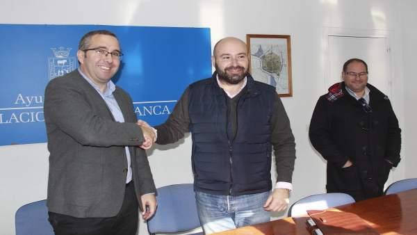 Juan Manuel Valle con los empresarios contratistas.