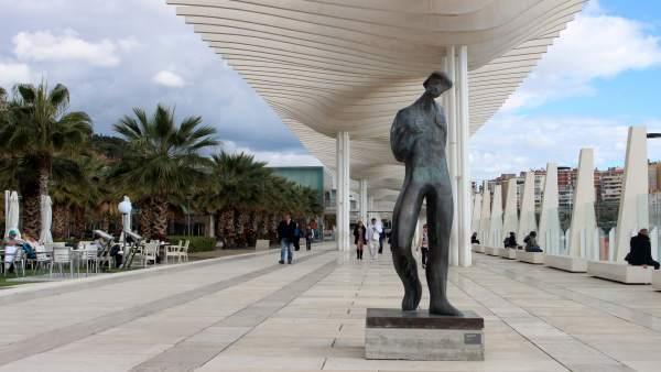 Elena laverón escultura málaga palmeral del puerto El Caminante cedida temporal