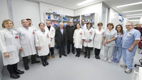Fernando Domínguez visita las instalaciones del sevicio de Farmacia del CHN
