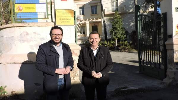 Ediles del PSOE frente al Observatorio Geofísico de Almería