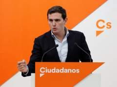 """La subida de Cs en los sondeos arrebata al PP la bandera del """"voto útil"""" contra la izquierda"""