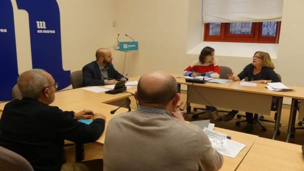 En Marea se reúne con representantes de SOS Sanidade Pública