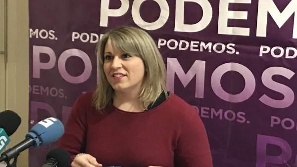 La secretaria xeral de Podemos Galicia, Carmen Santos, en rueda de prensa