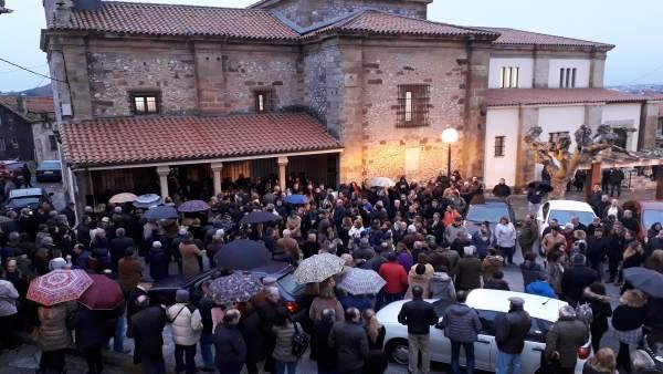 Funeral por la pareja fallecida en el accidente de Caviedes