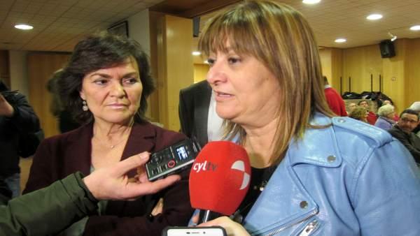 Carmen Calvo y Teresa López Viejo, en la sede del PSOE