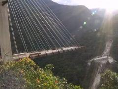 Viaducto desplomado en Colombia