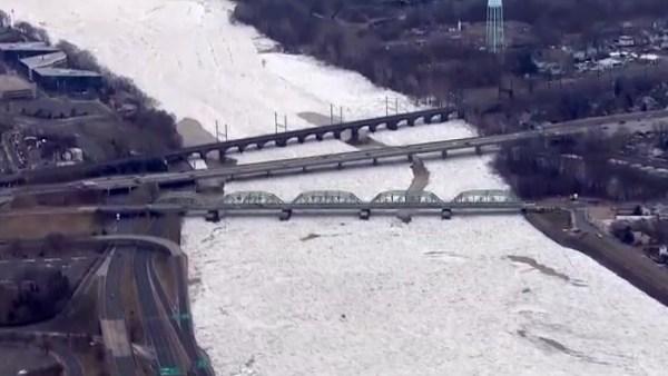 Impresionante imagen del río Delaware congelado