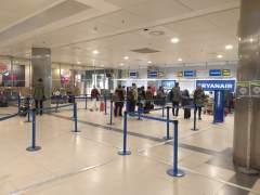 """Los viajeros de Ryanair, ante el pago extra por el equipaje de mano: """"Abuso"""", """"comodidad""""..."""