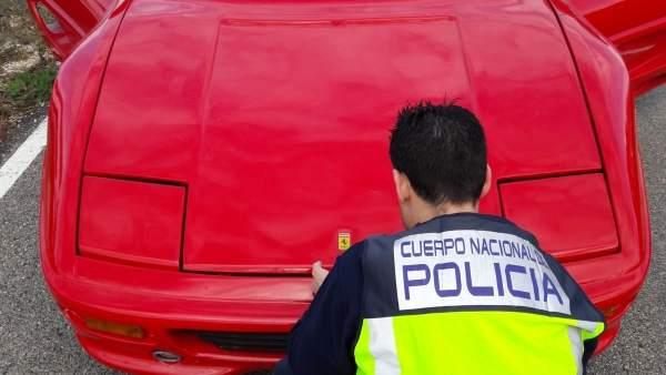 Detenido por modificar un coche para parecer un Ferrari