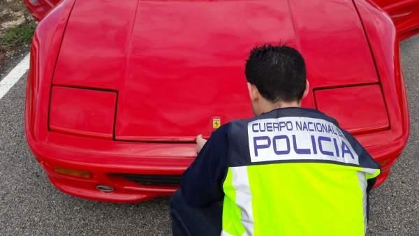 Detingut un home que va canviar la carrosseria d'un cotxe per a transformar-ho en un Ferrari i vendre-ho
