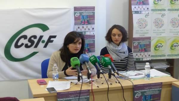 Elena García (izda.), en rueda de prensa