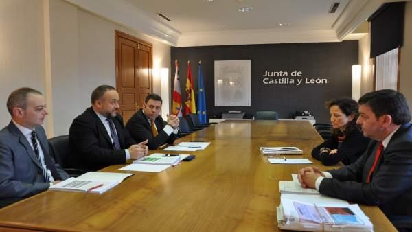 Reunión entre la Consejería de Presidencia y en el Consejo Comarcal de El Bierzo