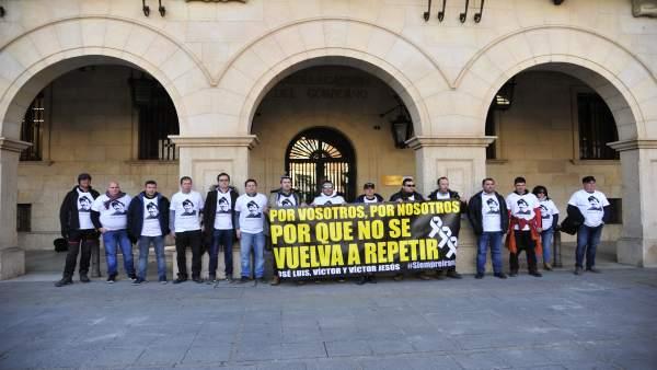 Concentración en Teruel del Colegio Amigos de José Luis Iranzo