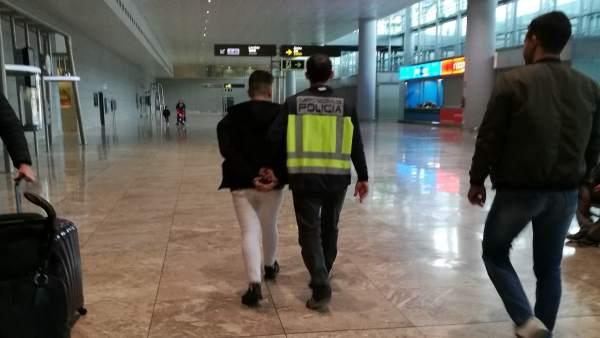 Detingut un atracador que va robar 11.500 euros en un saló de joc de Benidorm