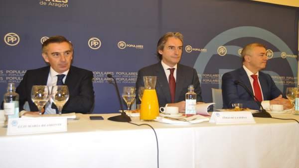 El ministro de Fomento, Íñigo de la Serna, con Beamonte y Campoy.