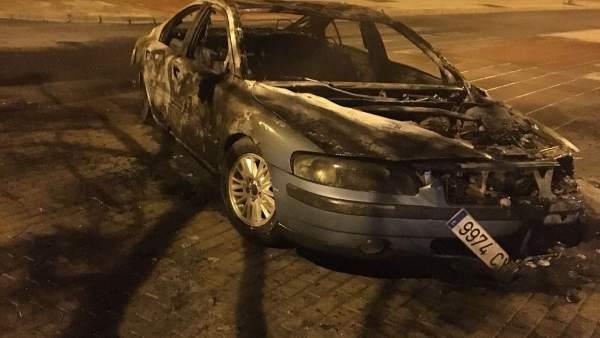 El coche quemado el concejal de UPU José Carlos Hernández Cansino.