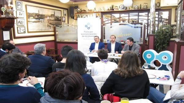 Reunión Director  INJUVE Con Jóvenes Riojanos