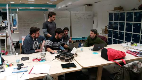 Alumnos de FP ayudan a emprendedores de 'El Cubo' en Sevilla