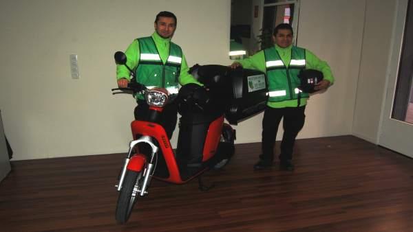 Missatgeria amb Cor utiliza bicis, una moto y un triciclo
