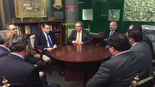 Sanz y Gil-Toresano se reúne con la junta de gobierno de la Macarena